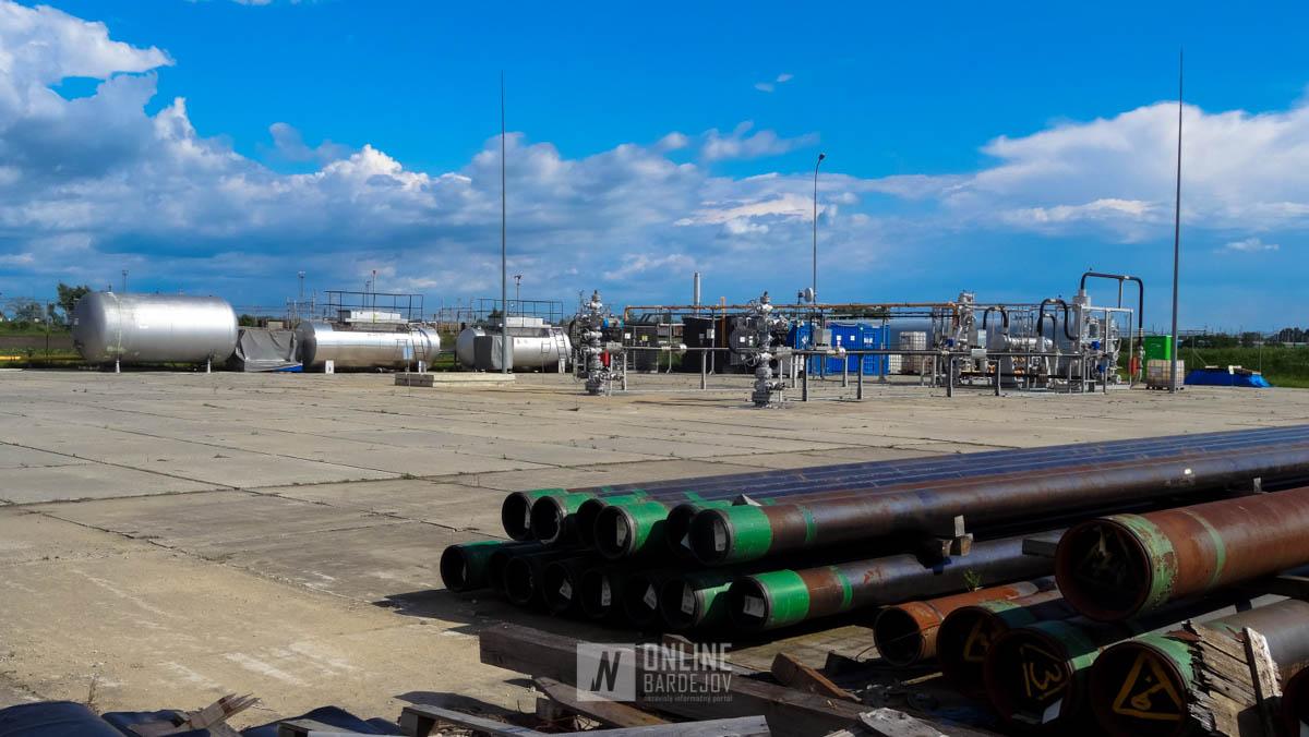 Zariadenia ťažby plynu a materiál potrebný pri vrtoch a na jeho distribúciu.
