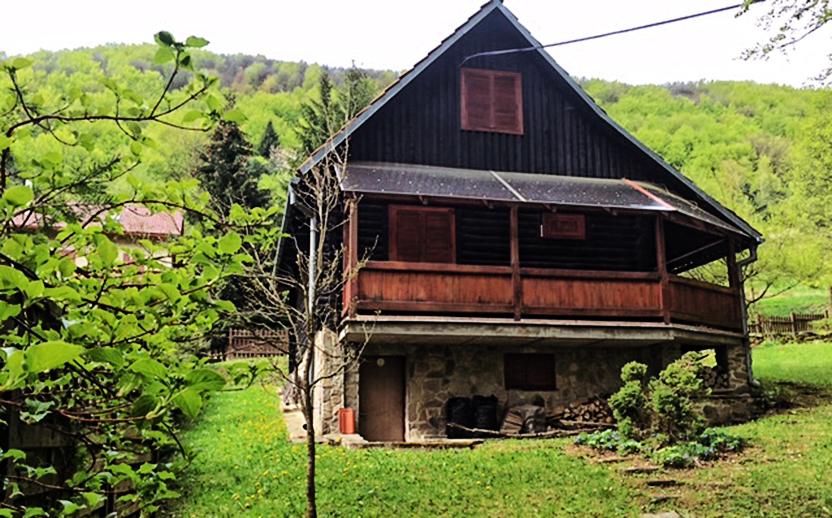 INZERCIA: Predám chatu v rekreačnej oblasti v obci Regetovka (20 km od Bardejova).