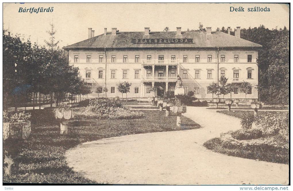 Dobový snímok hotela s pôvodným názvom: Deák szálloda, zdroj: www.delcampe.com