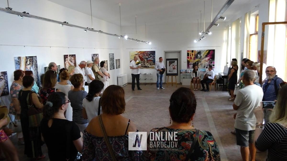 V galérii HOS do konca augusta vystavuje bardejovský výtvarník Ľudo Ševčík