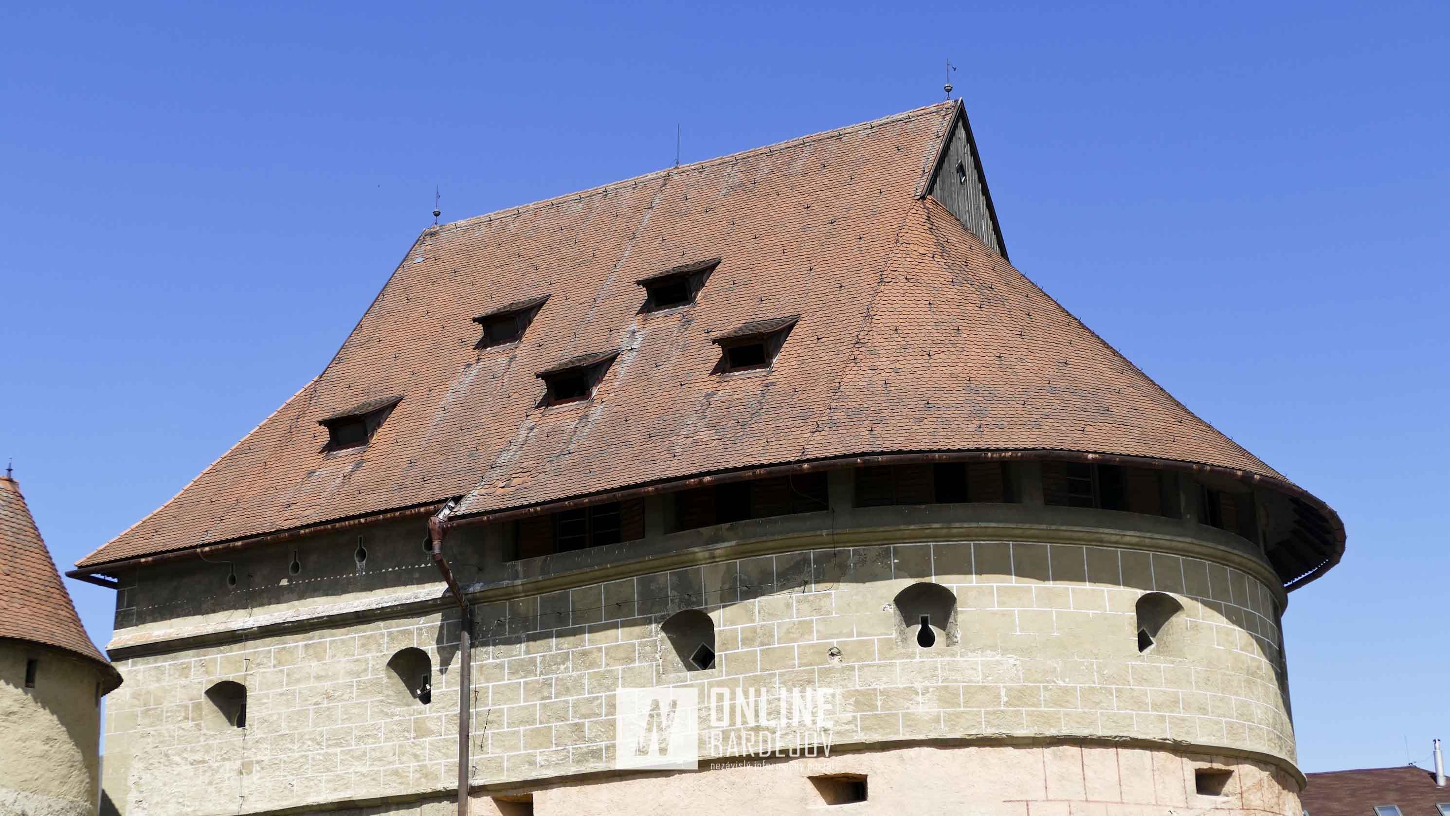 Stav strechy pred opravou.