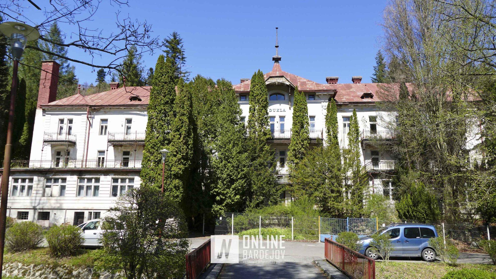 Hotel Dukla - pôvodne hotel Sczéchenyi, neskôr Slávia je národnou kultúrnou pamiatkou a bol postavený v roku 1895 v historizujúcom štýle.