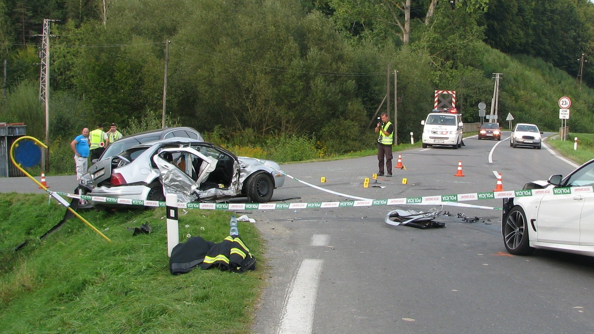 Na mieste nehody zasahovali hasiči z Bardejova a Ľubotína (okres Stará Ľubovňa)