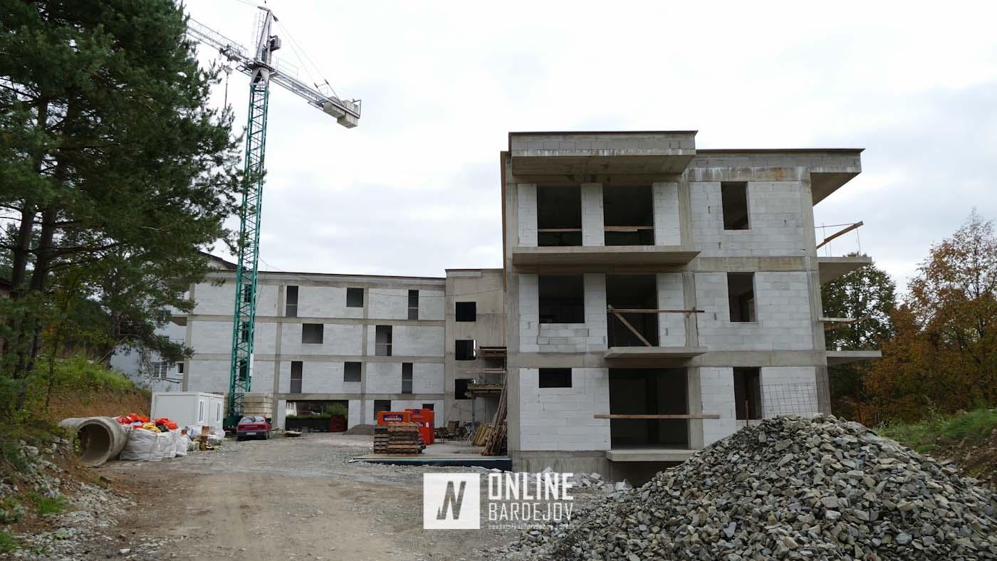 Nad kúpeľmi sa už týči dokončená hrubá stavba apartmánových bytov AMÉLIA