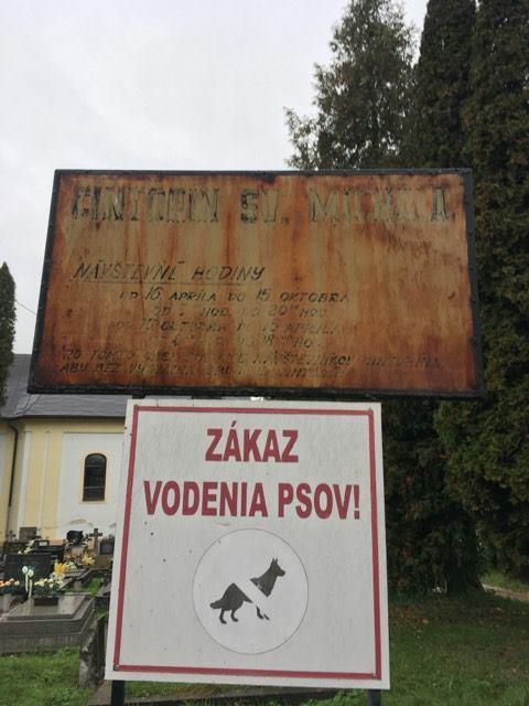 Info tabuľa na Cintoríne sv. Michala si žiada obnovu