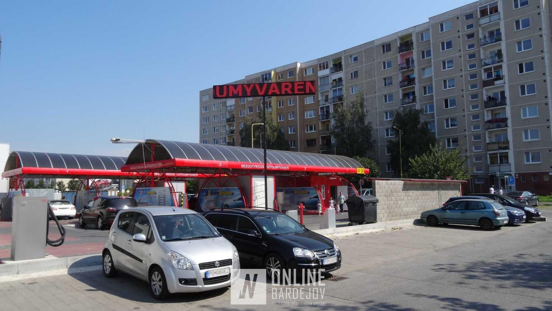 Prevádzku autoumývarne a LPG stanice od okien bytovky na Sídlisku Sekčov v Prešove delí približne 25 metrov.