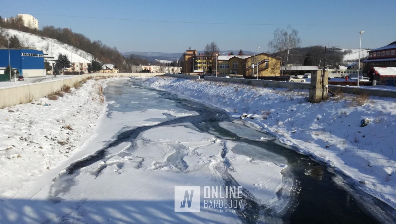 FOTO: Toky riek v Bardejove zamŕzajú, Bardejovčania majú za sebou arktický deň!