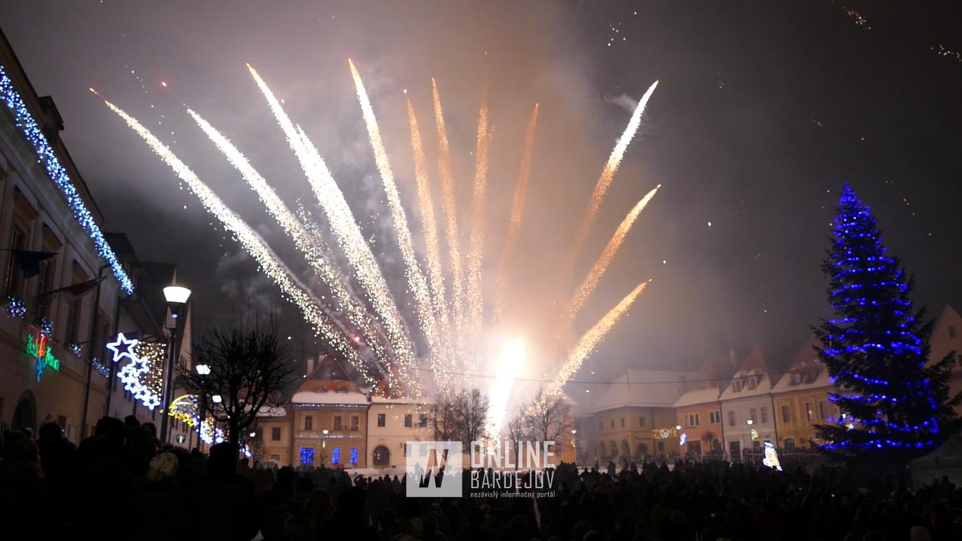VIDEO: Bardejovčania privítali nový rok 12-minútovým ohňostrojom
