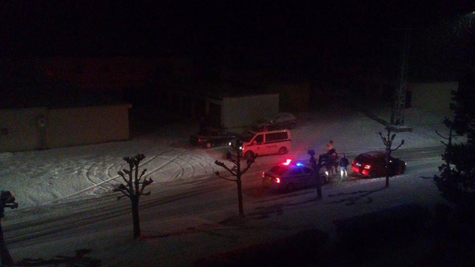 Policajti z pohotovostnej motorizovanej jednotky vrazili do auta, ktoré zastavili
