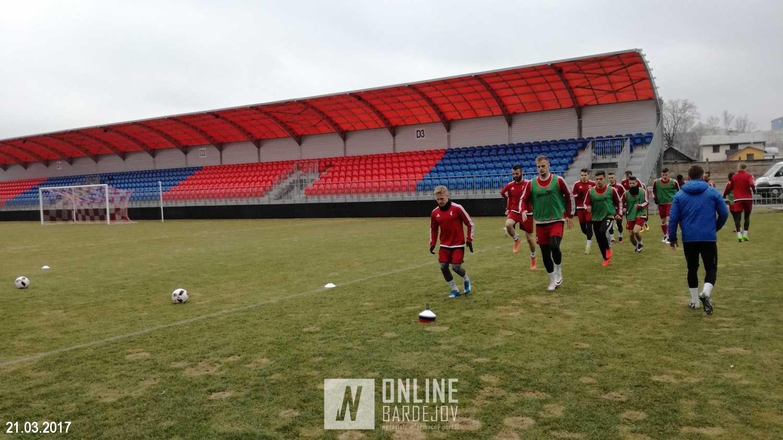 Na ihrisku od utorka trénovali hráči Partizána Bardejov