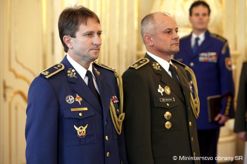 Veliteľomvzdušných síl OS SR - Miroslav Korba (vľavo).