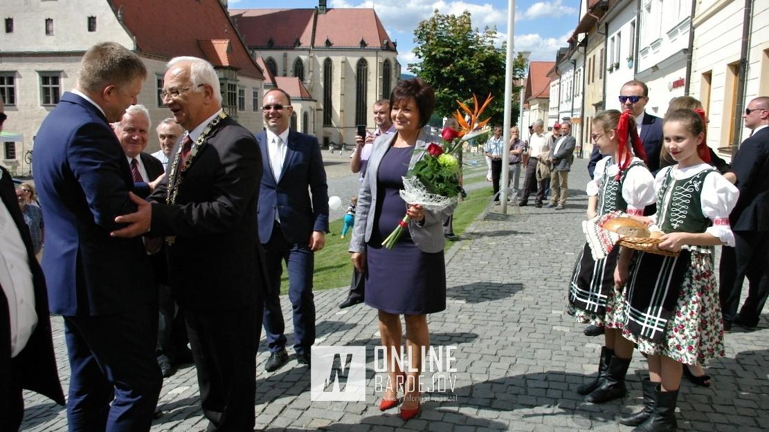 Oficiálne prijatie premiéra, primátorom mesta B. Hanuščakom.