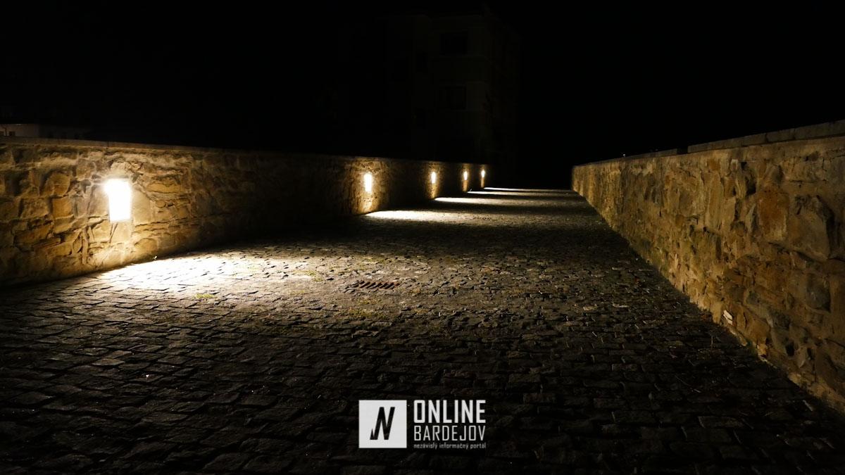 OBRAZOM: Kamenný most s novým osvetlením