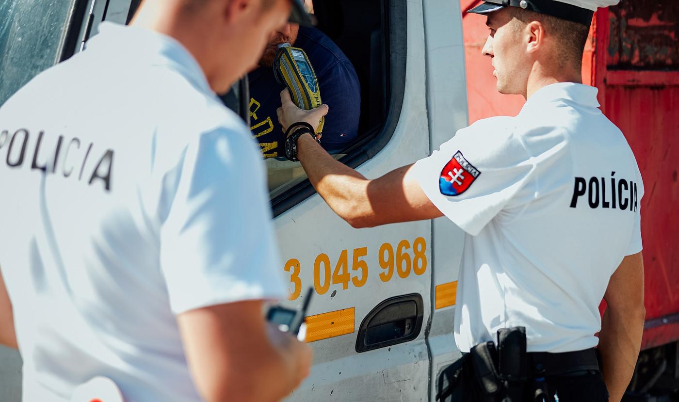 Počas predĺženého víkendu polícia zaostrí na alkohol za volantom