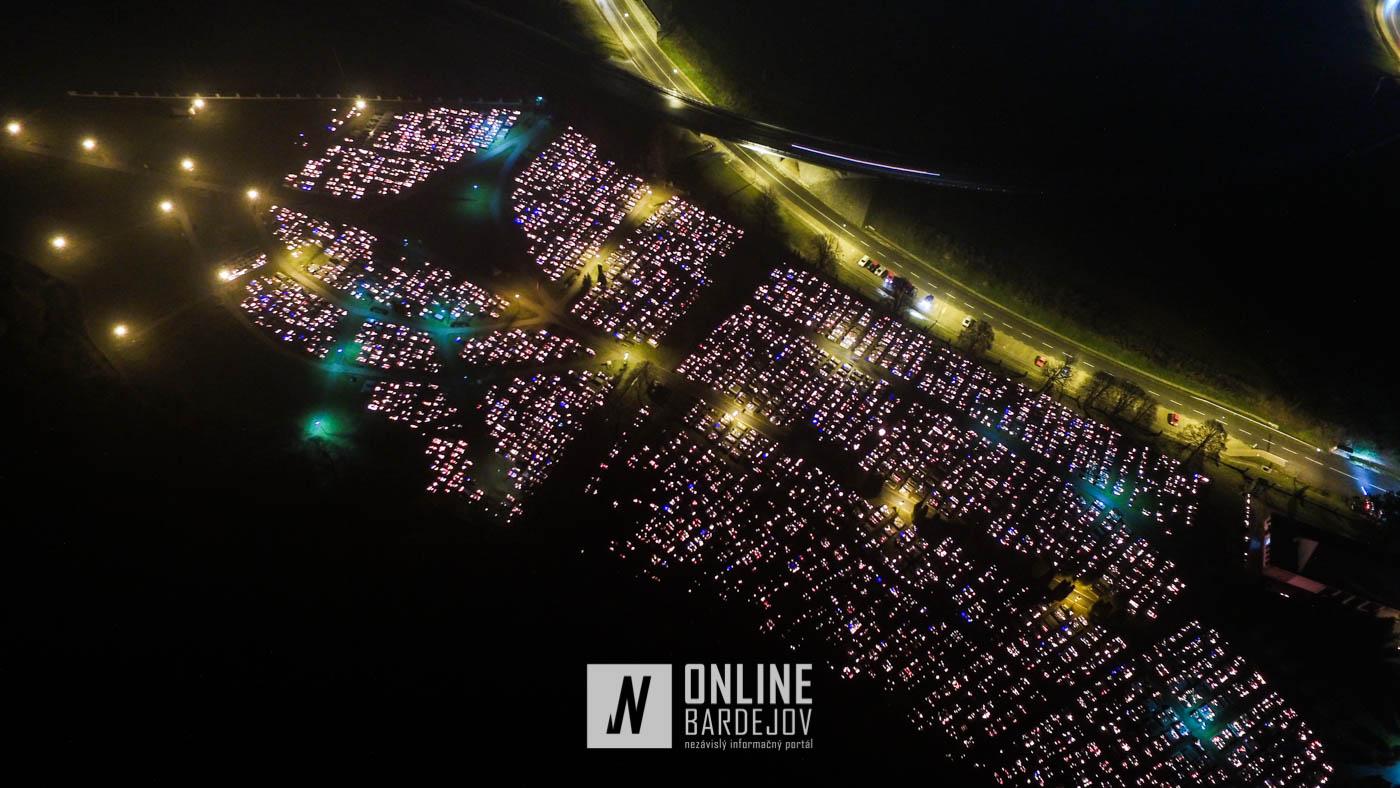 OBRAZOM: Mestské cintoríny sa rozžiarili pri príležitosti Sviatku všetkých svätých