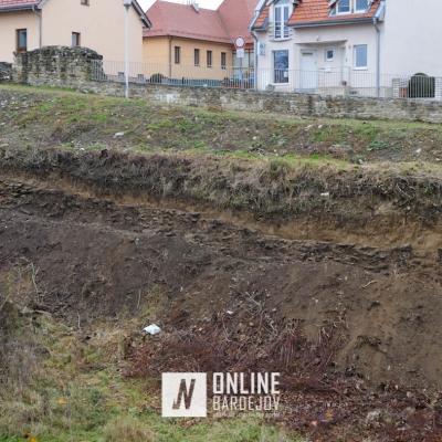 Pokračuje odkrývanie ďalších zachovaných častí priekopového múru