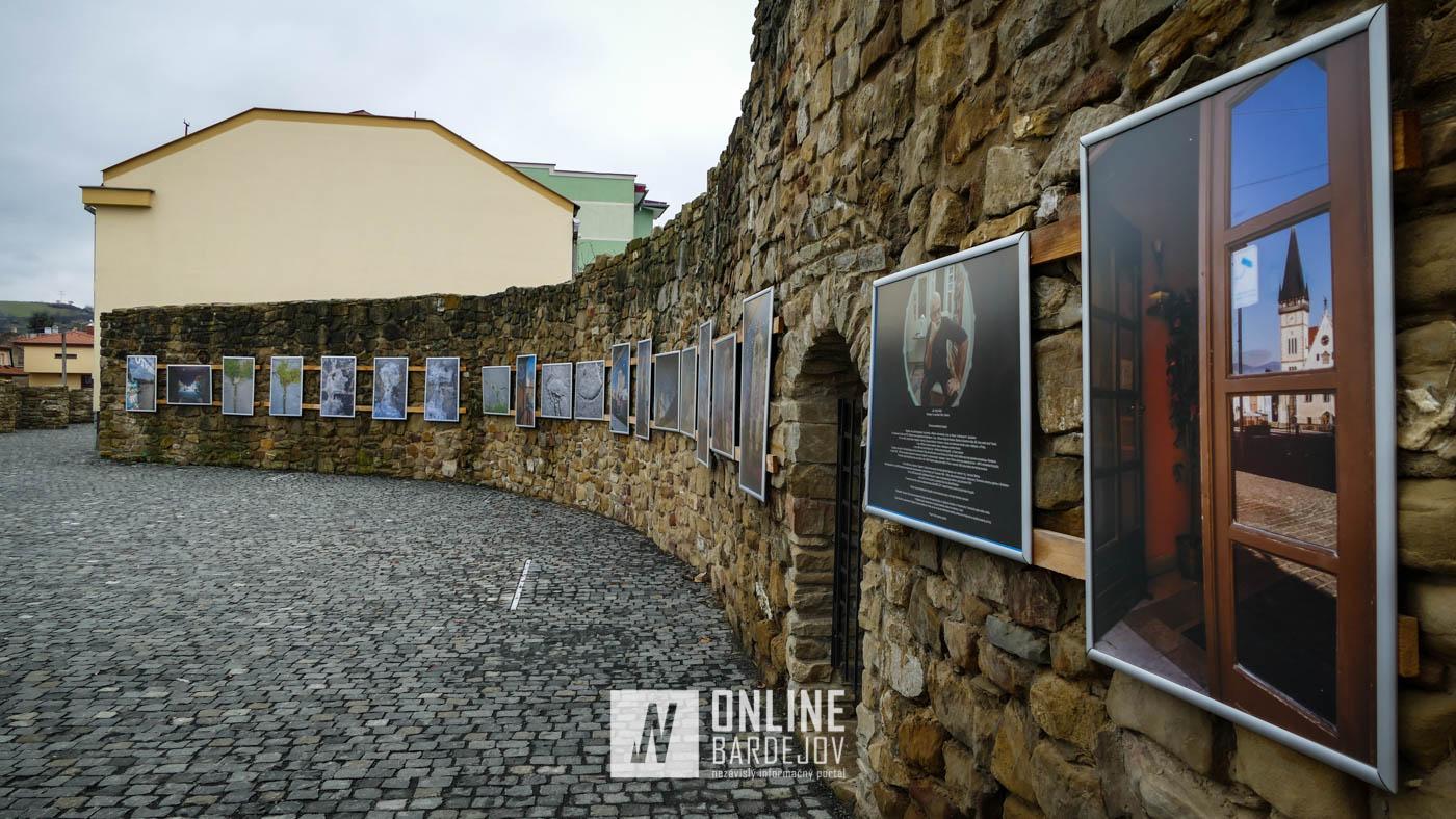 Na Hornej bráne je inštalovaná výstava amatérskeho fotografa Jána Hollého