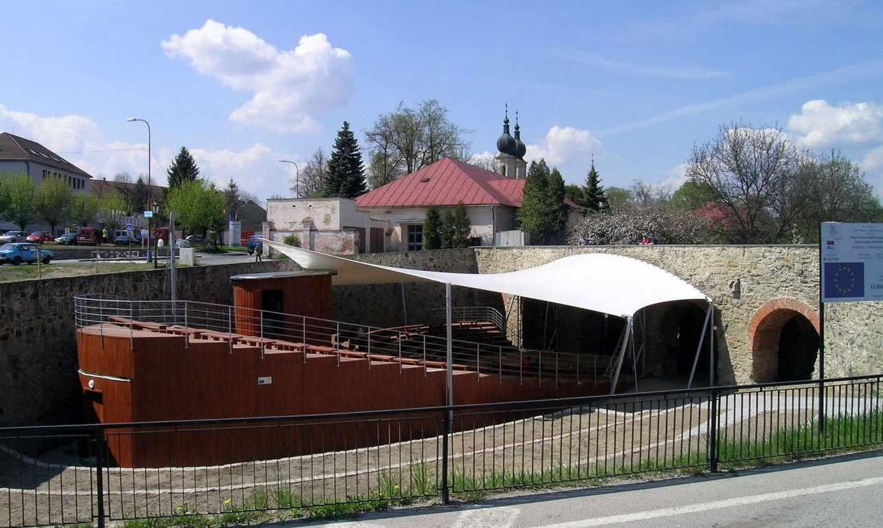 Pohľad dokončený amfiteáter 26. apríl 2007.
