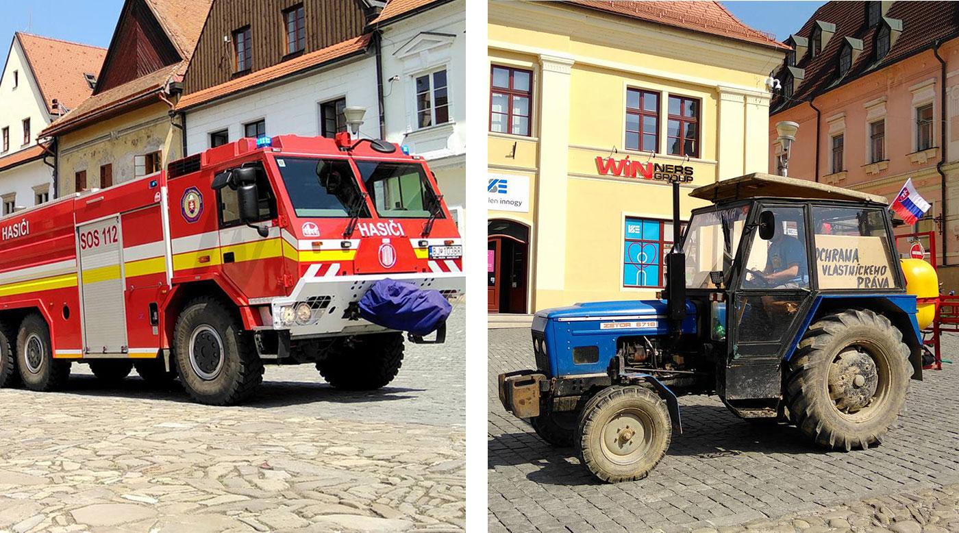 Na námestí bolo rušno! Najskôr sa predstavili hasiči so svojou technikou, potom ich vystriedali traktory štrajkujúcich farmárov