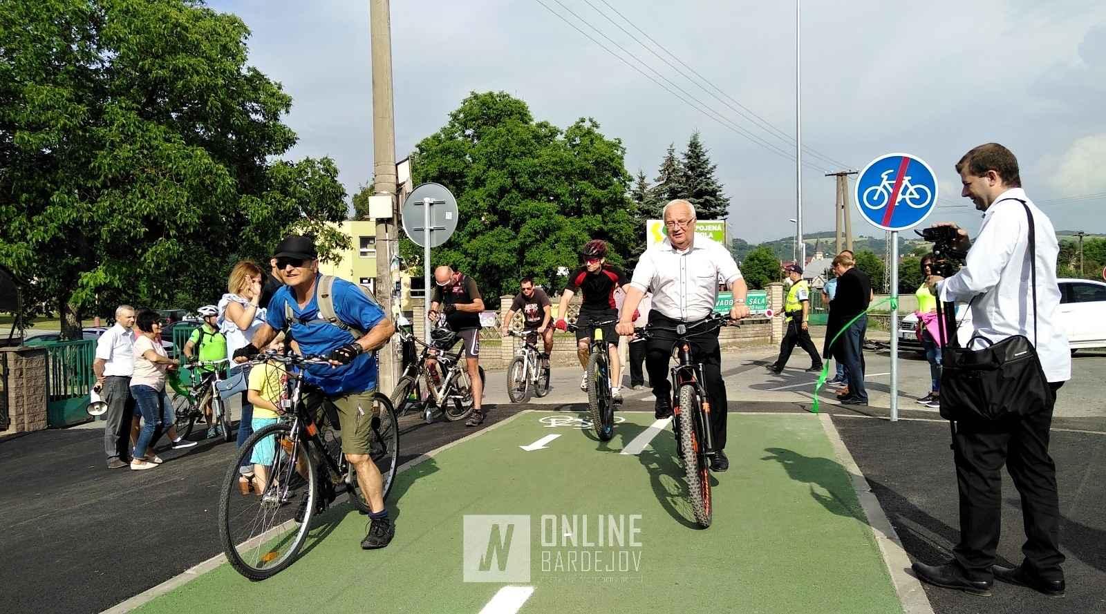 OBRAZOM: Cyklochodník na Mníchovský potok otvoril zo sedla elektrobicykla bardejovský primátor!