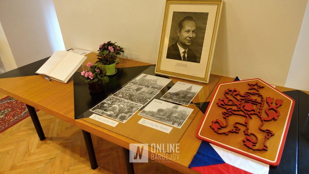 OBRAZOM: Navštívili sme pútavú výstavu v bardejovskom archíve. Poznáte významné štátne výročia v pomeroch Bardejova?