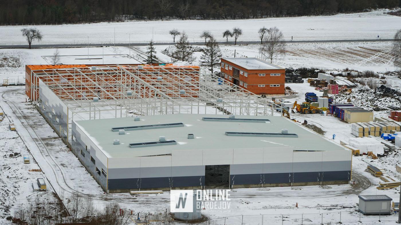 V Tarnove sa dokončuje výrobná hala. Strojárenská firma rozšíri výrobu o nové pracovné miesta!