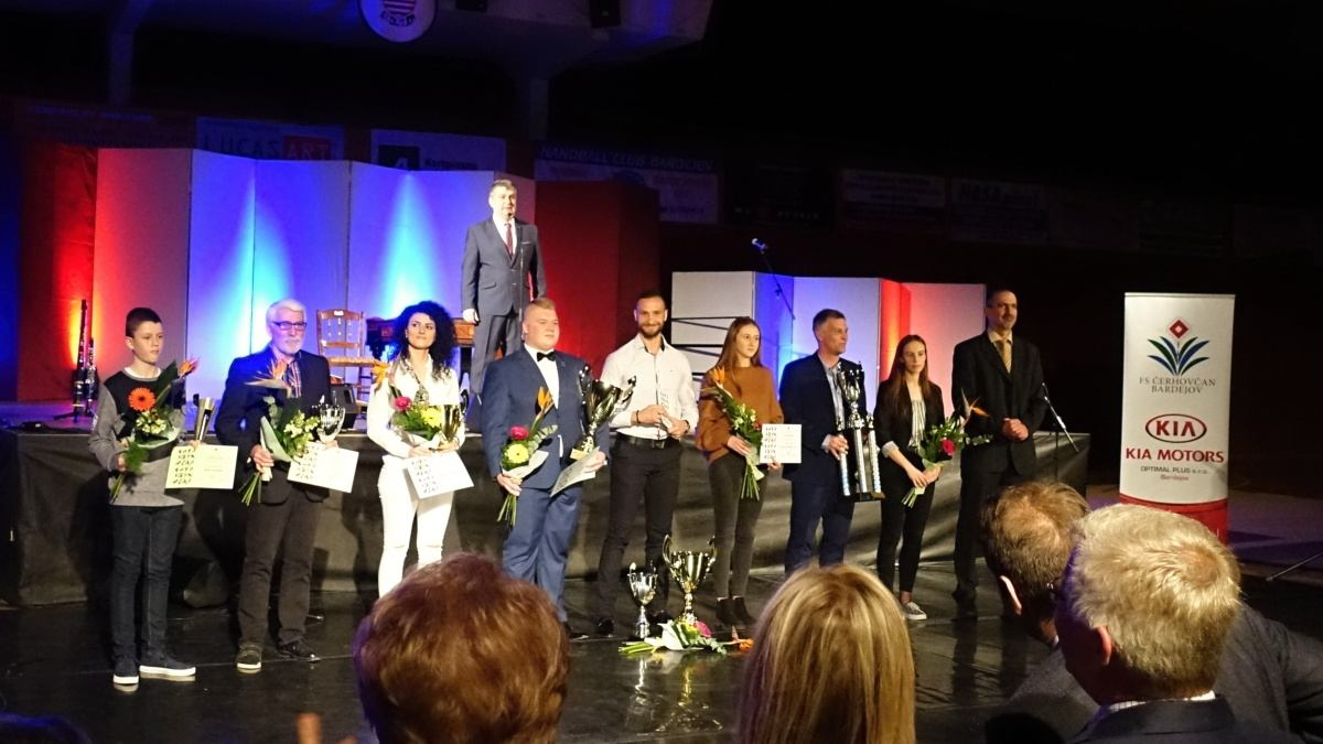 Galavečer ocenených – predstavitelia mesta ocenili ženy, učiteľky a športovcov!