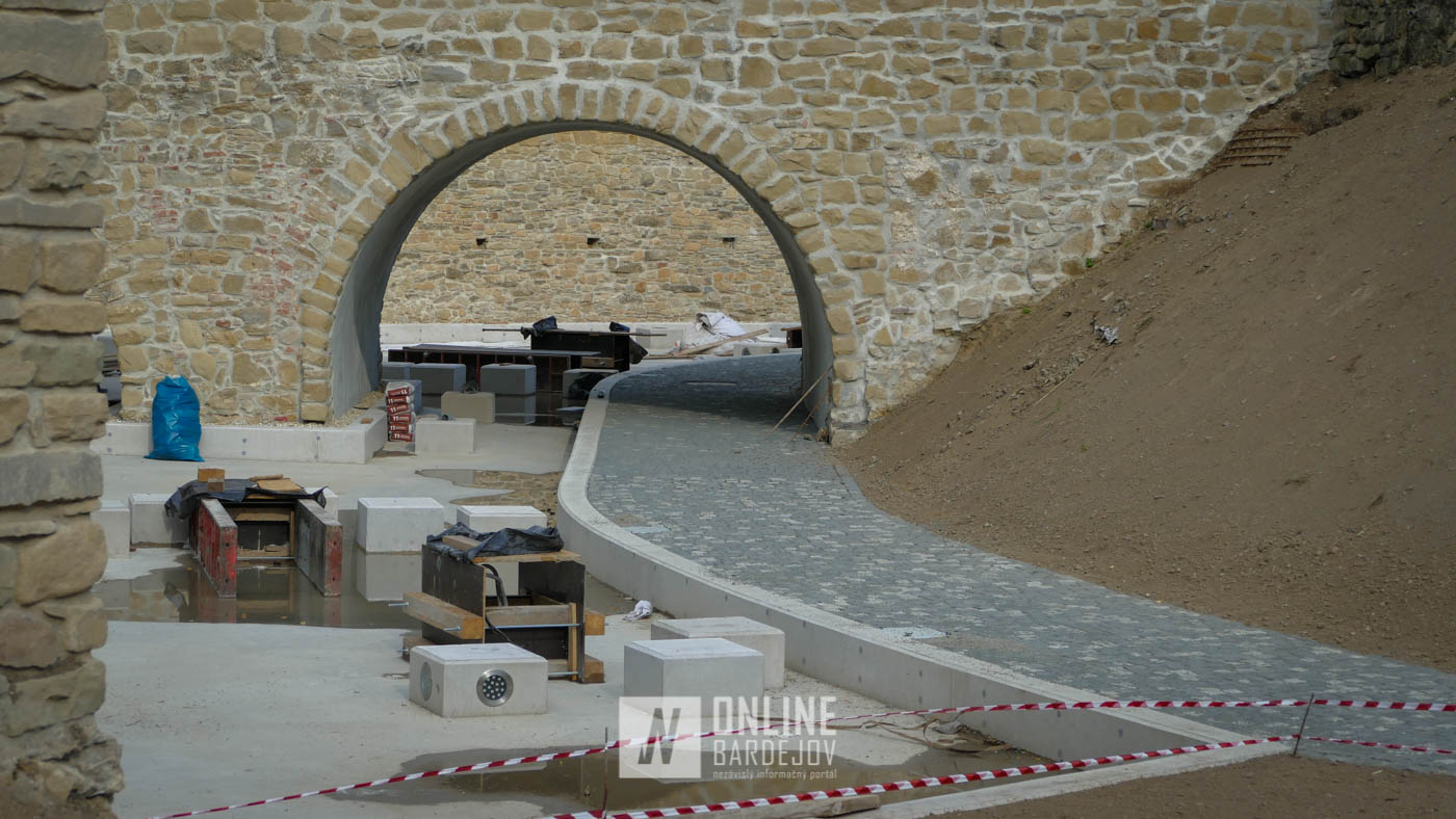 Historické centrum mesta dostane novú dominantu! Práce vo vodnej priekope sa blížia do finále.