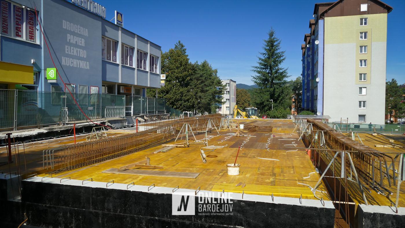 OBRAZOM: Výstavba AB-PARKU napreduje. Črtá sa priestor nových podzemných garáží.