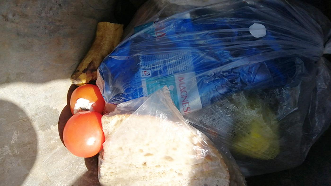 Koronavírus a prehnané nakupovanie potravín, ktoré ani nestihneme spotrebovať.