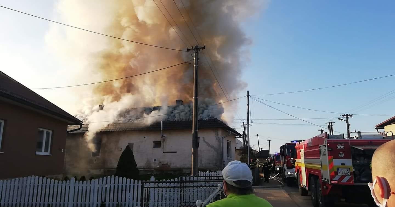 Bardejovskí hasiči mali rušné veľkonočné sviatky! Pomáhali aj dobrovoľní hasiči.