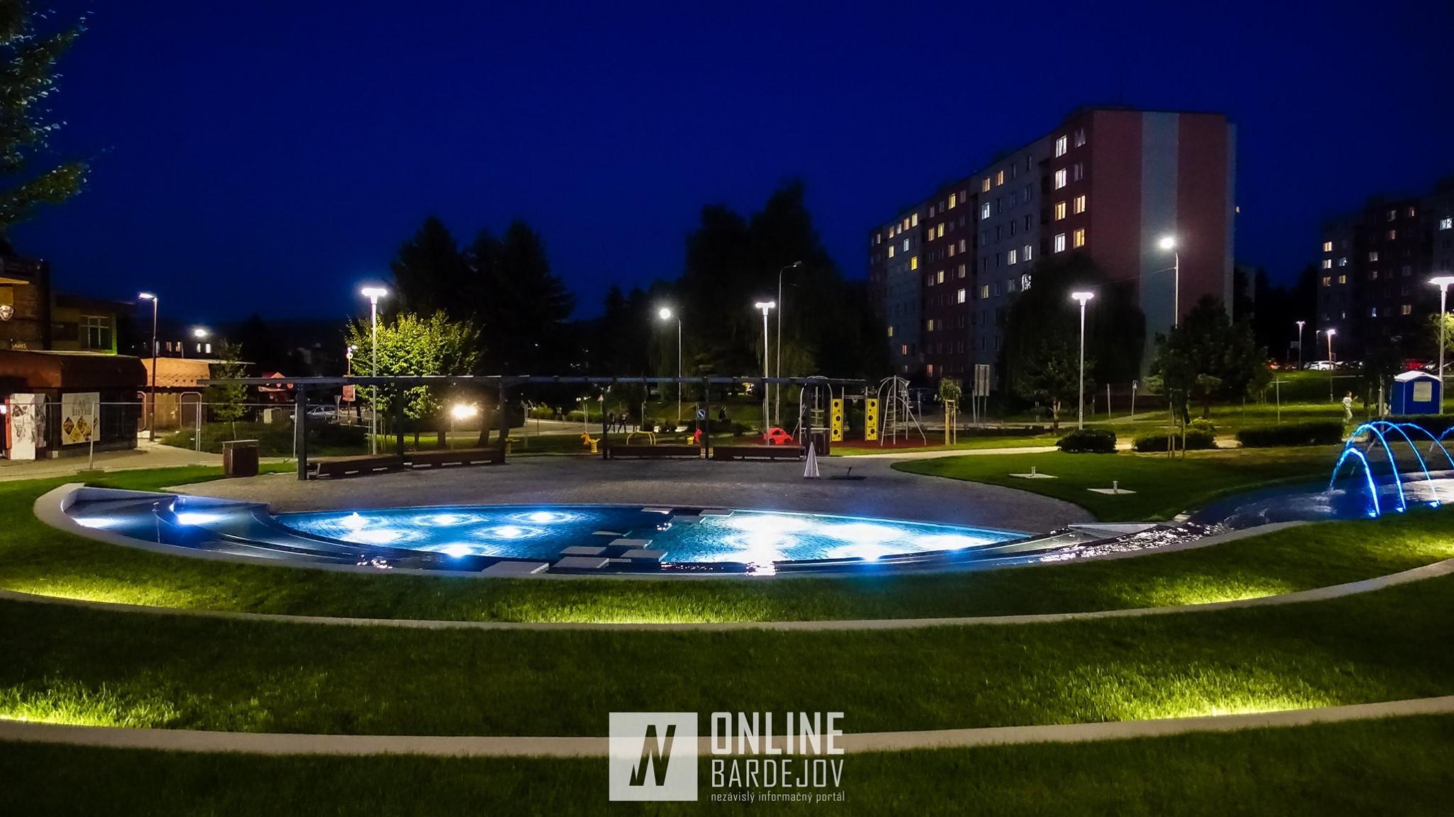 OBRAZOM: Park Európy v odlesku svetiel a konca dňa