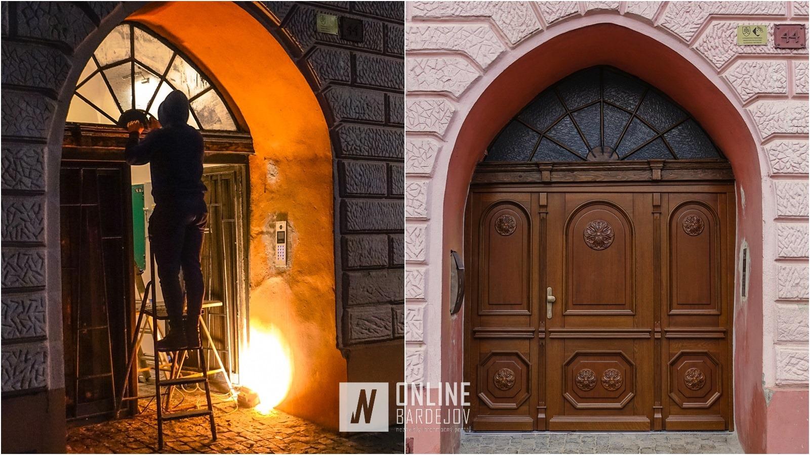 Staré dvojkrídlové dvere na meštianskom dome č. 44 nahradili nové, s vyrezávanými časťami.