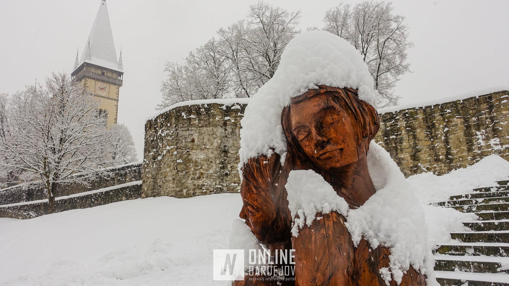 Bardejov zasypal sneh. Pozrite si ako to vyzeralo v meste!