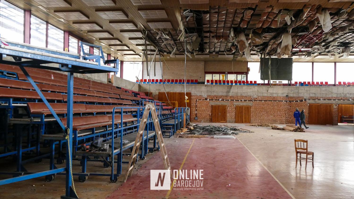 OBRAZOM: Práce na rekonštrukcii športovej haly sa naplno rozbehli.