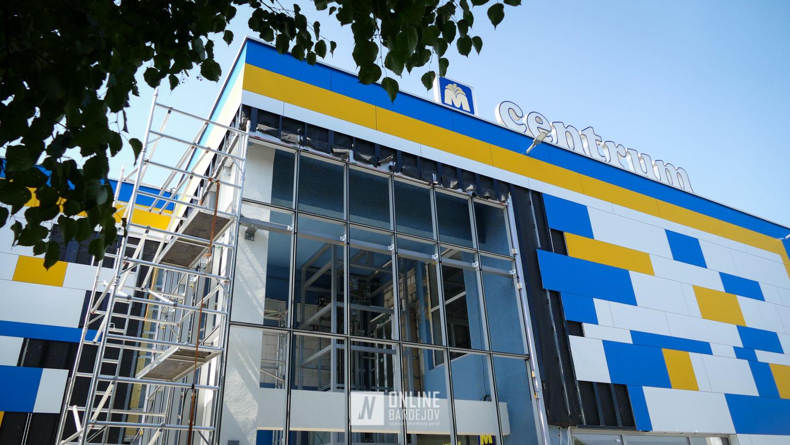 OBRAZOM: Obchodný dom Centrum s takmer dokončenou fasádou