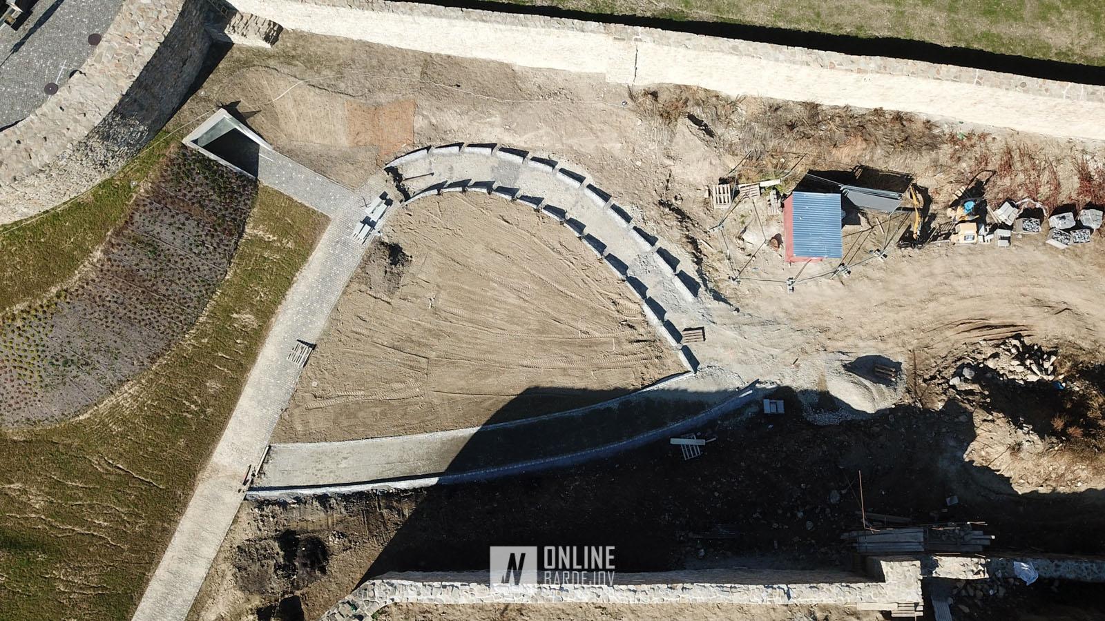 OBRAZOM: Výstavba oblúkového schodiska v hradobnej priekope